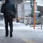 雪で滑らない歩き方と革靴の対策。歩くと筋肉痛になる?